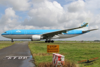 KLM - Royal Dutch Airlines | PH-AOM